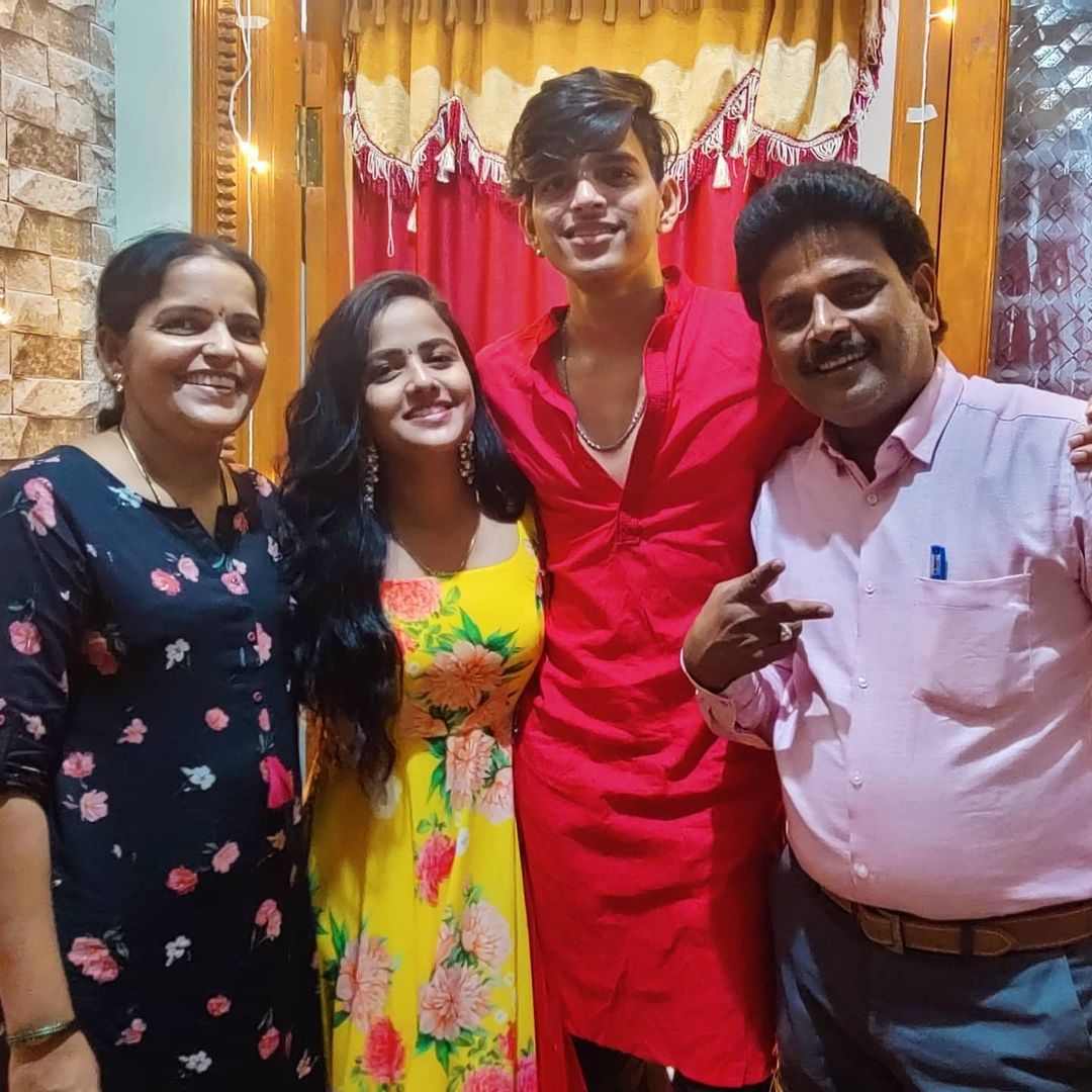 Vaishnavi Chaitanya Family
