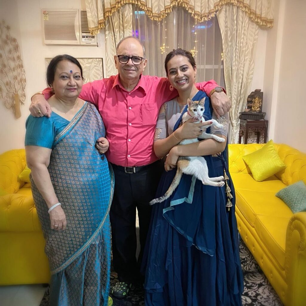 Esha Chawla with her Parents