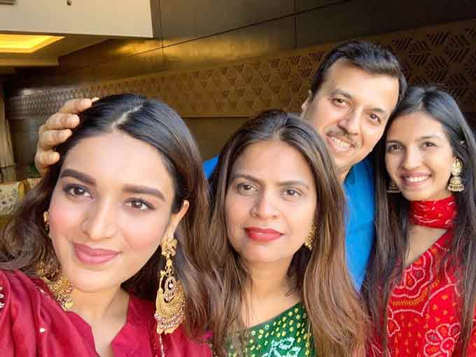 Nidhhi Agerwal with her Family