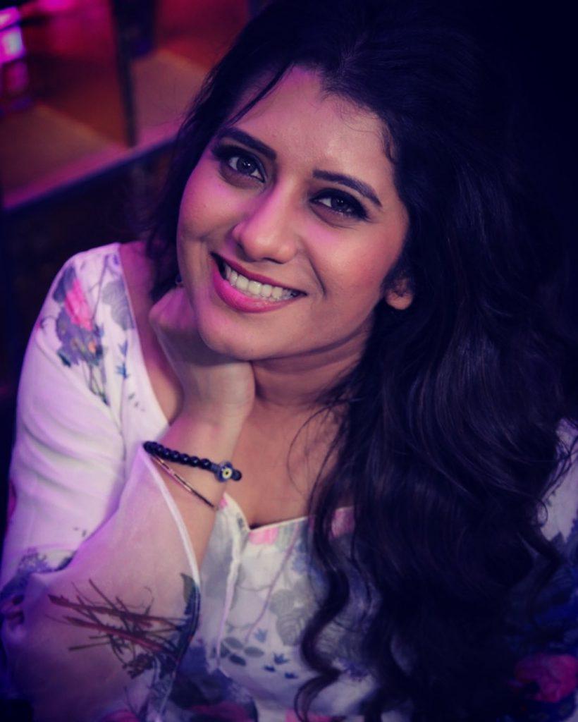Anchor Priyanka Deshpande