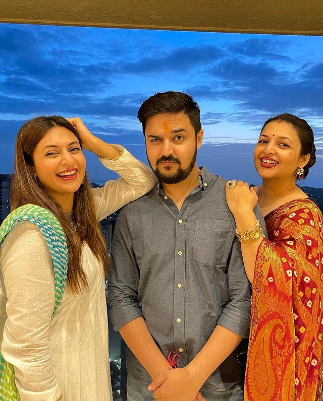 Divyanka Tripathi with her Brother and Sister