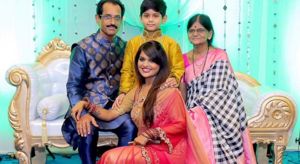 Kathi Karthika with her Parents and Son