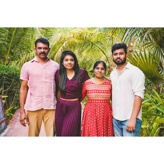Rithu Chowdhary with her Father, Mother and Brother